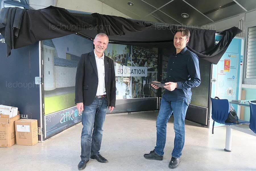 #ecolenumérique : Deux chercheurs de l'Université Savoie Mont-Blanc créent l'école du futur